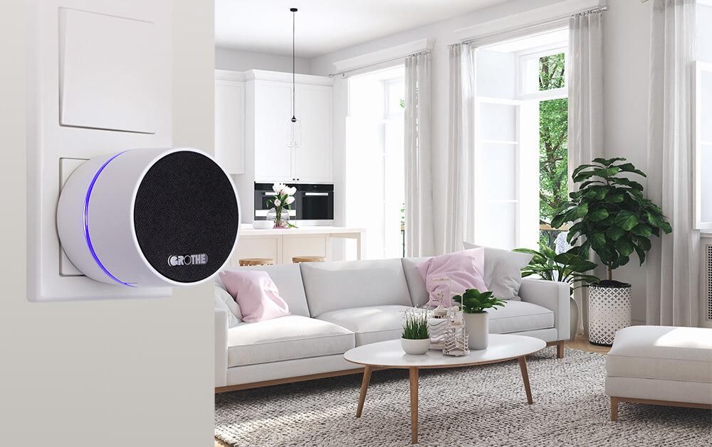 Funkgong CALIMA 400 in Steckdose in modernem hellen Wohnzimmer