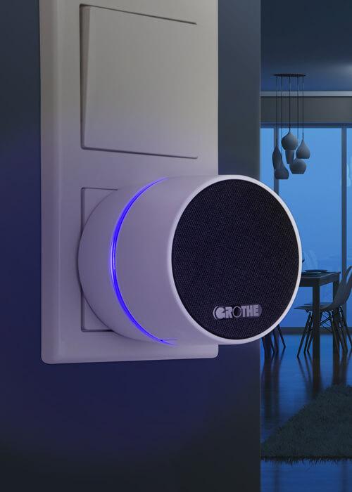 Steckdosen Funkgong Calima 400 in dunklem Zimmer mit blauen LED-Lichtring